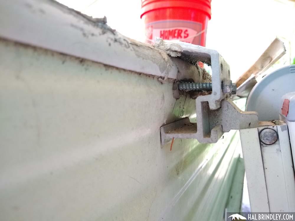 mounting bracket for caravan awnings